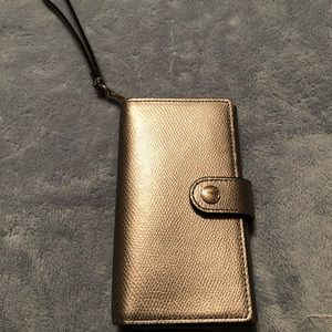 Woman's Cellphone Wristlet